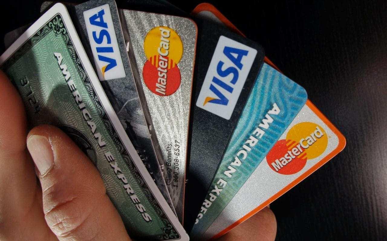 4 thẻ tín dụng tốt nhất dành cho người có thu nhập thấp và trung bình