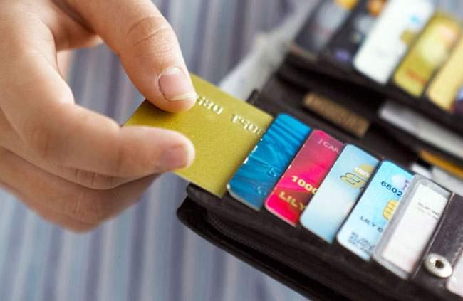8 loại phí phổ biến khi thanh toán bằng thẻ tín dụng