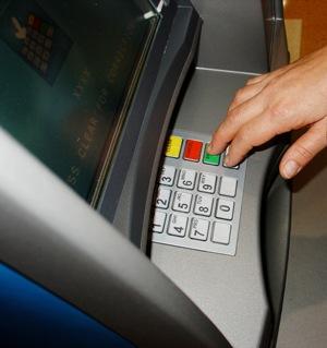 Chuyển tiền vào thẻ ATM và chuyển tiền liên ngân hàng cho người thân?